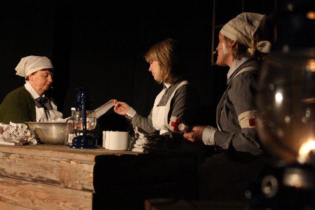 Rakas lotta(2013) - Auli Nieminen, Kaarina Harju ja Irina Hakkarainen