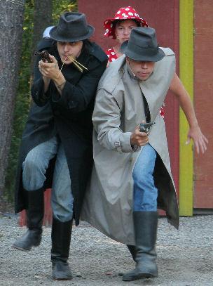 Me tulemme taas (2010) - Groucho Cravatti, Veera Carillo ja Chino Crusetti