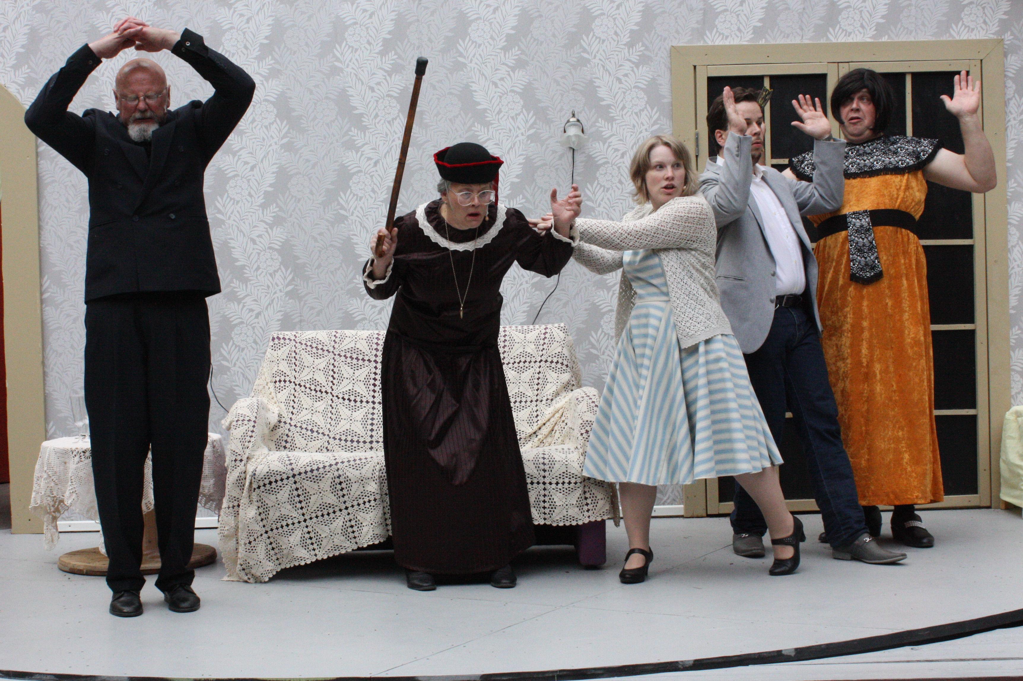 Kädet ylös - Duncan, Florence, Audrey, Jack ja Leo